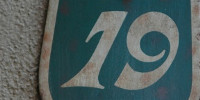 sign numerical architectural stucco/plaster metal multicolored